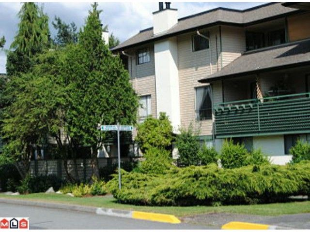 """Main Photo: 10566 HOLLY PARK Lane in Surrey: Guildford Townhouse for sale in """"HOLLY PARK LANE"""" (North Surrey)  : MLS®# F1219097"""