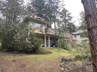 Photo 3: 7301 REDROOFFS Road in Halfmoon Bay: Halfmn Bay Secret Cv Redroofs House for sale (Sunshine Coast)  : MLS®# R2557944