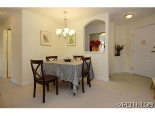 Photo 3: 301 1580 Christmas Ave in VICTORIA: SE Mt Tolmie Condo for sale (Saanich East)  : MLS®# 489978