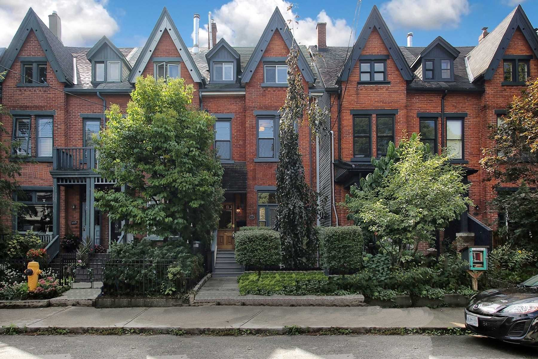 Main Photo: 401 E Wellesley Street in Toronto: Cabbagetown-South St. James Town House (3-Storey) for sale (Toronto C08)  : MLS®# C5385761