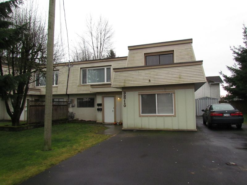 Main Photo: A 32710 East Broadway Street in Abbotsford: Central Abbotsford Condo for rent