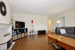 Photo 3: 2 1 - 45330 PARK Drive in Chilliwack: Chilliwack W Young-Well Duplex for sale : MLS®# R2101859