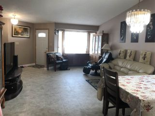 Photo 3: 6530 158 Avenue in Edmonton: Zone 03 House Half Duplex for sale : MLS®# E4222169