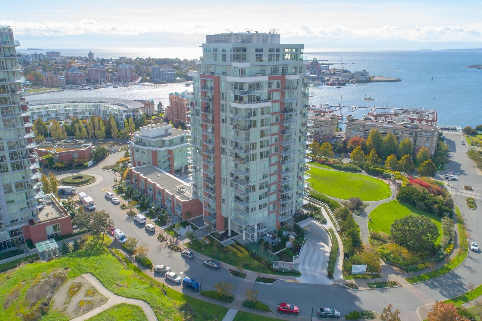 Main Photo: 1306 60 Saghalie Rd in Victoria: VW Songhees Condo for sale (Victoria West)  : MLS®# 862083