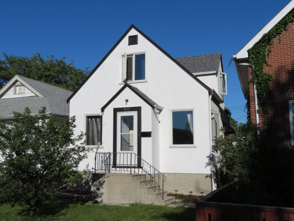 IDEAL HOUSE FOR THE FIRST TIME HOME BUYER! 1-1/2 Storey 2 bedroom, 2 bath home located on Goulding St. in a nice location just North of Portage Ave.