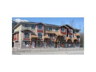 "Photo 2: 1 40653 TANTALUS Road in Squamish: Garibaldi Estates Townhouse for sale in ""TANTALUS CROSSING TOWNHOMES"" : MLS®# V985784"