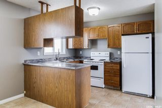 Photo 5: 2 Gray Avenue in Saskatoon: Forest Grove Residential for sale : MLS®# SK859432