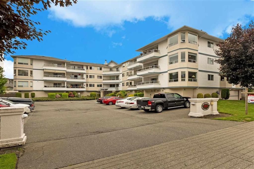Main Photo: 307 5377 201A STREET in Langley: Langley City Condo for sale : MLS®# R2457477