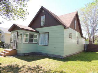 Photo 2: 1106 3rd Street in Estevan: City Center Residential for sale : MLS®# SK809972