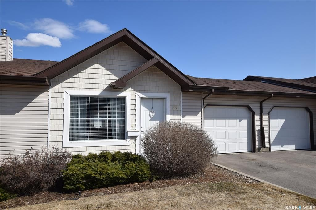 Main Photo: 39 135 Keedwell Street in Saskatoon: Willowgrove Residential for sale : MLS®# SK866829