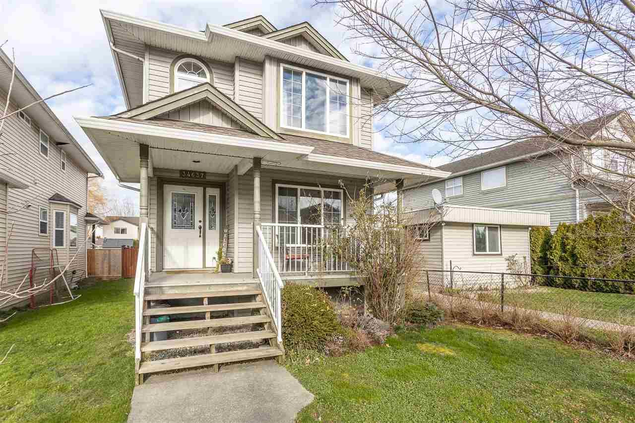 "Main Photo: 34637 7 Avenue in Abbotsford: Poplar House for sale in ""Huntingdon Village"" : MLS®# R2538064"