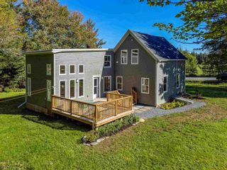 Photo 1: 845 Valley Road in Upper Rawdon: 105-East Hants/Colchester West Residential for sale (Halifax-Dartmouth)  : MLS®# 202125480