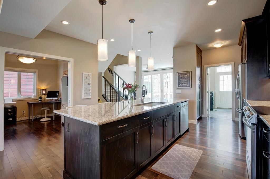 Main Photo: 23 Beny-Sur-Mer Road SW in Calgary: Currie Barracks Detached for sale : MLS®# A1145670