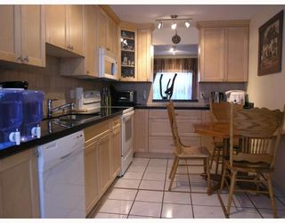 """Photo 2: 26 888 W 16TH Street in North_Vancouver: Hamilton Townhouse for sale in """"TOBRUCK GARDENS"""" (North Vancouver)  : MLS®# V768886"""
