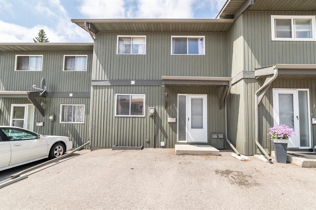 Main Photo: 104 5340 17 Avenue SW in Calgary: Westgate Row/Townhouse for sale : MLS®# A1133446
