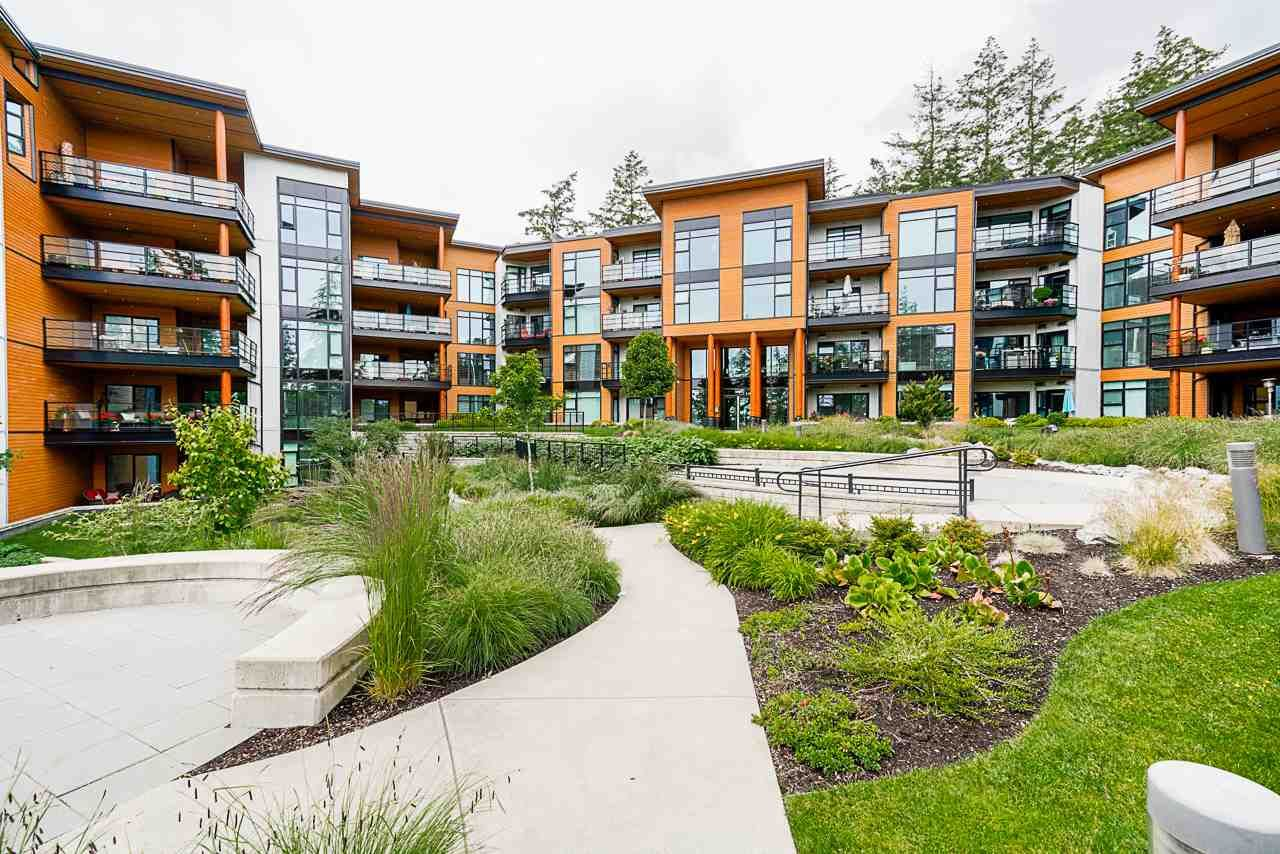 """Main Photo: 508 14855 THRIFT Avenue: White Rock Condo for sale in """"ROYCE"""" (South Surrey White Rock)  : MLS®# R2465060"""