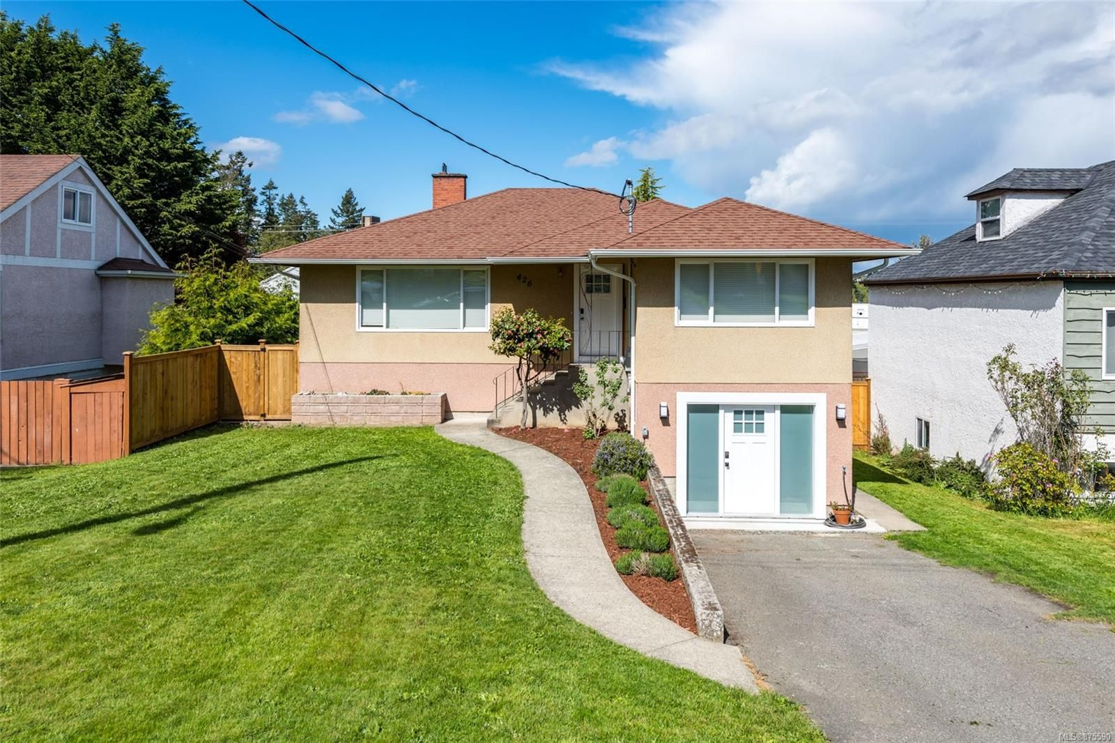 Main Photo: 426 Ker Ave in : SW Gorge House for sale (Saanich West)  : MLS®# 875590