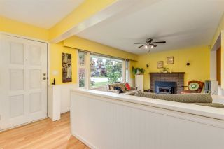 """Photo 5: 3872 ST. THOMAS Street in Port Coquitlam: Lincoln Park PQ House for sale in """"LINCOLN PARK"""" : MLS®# R2588413"""