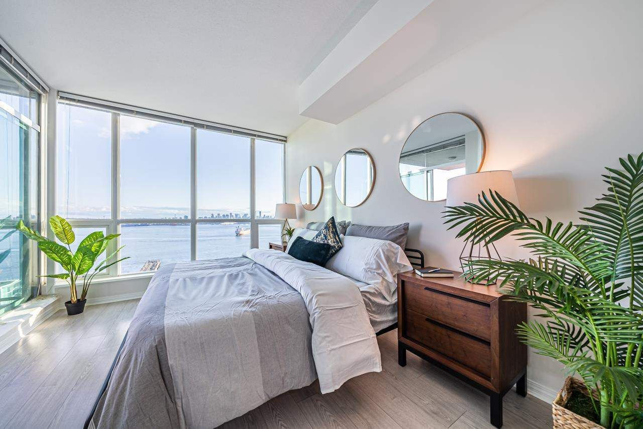"""Main Photo: 1902 138 E ESPLANADE Street in North Vancouver: Lower Lonsdale Condo for sale in """"The Premiere at The Pier"""" : MLS®# R2576004"""