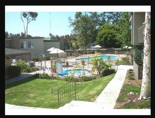 Photo 2: Condo  : 1 bedrooms : 432 Edgehill Lane #45 in Oceanside