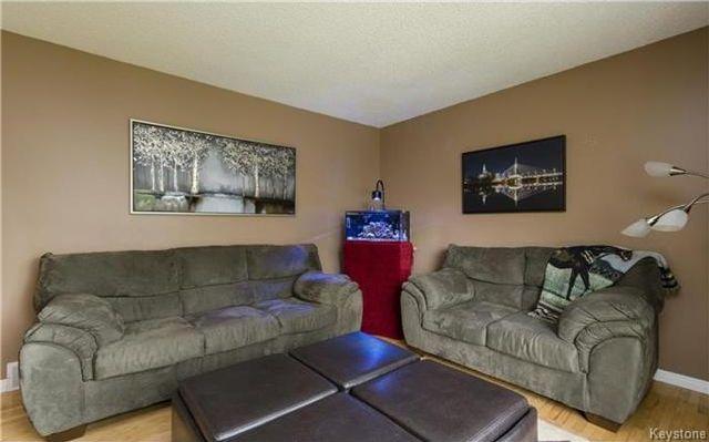 Photo 3: Photos: 11 Gretna Bay in Winnipeg: Meadowood Residential for sale (2E)  : MLS®# 1712947