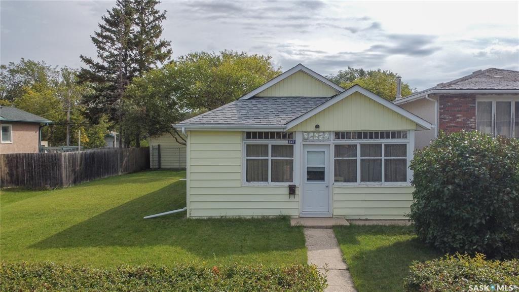 Main Photo: 647 Garnet Street in Regina: Washington Park Residential for sale : MLS®# SK869880