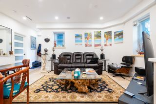 """Photo 2: 2 1150 COMOX Street in Vancouver: West End VW Condo for sale in """"Gables at Nelson Park"""" (Vancouver West)  : MLS®# R2621813"""