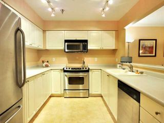 """Photo 4: 207 2288 W 12TH Avenue in Vancouver: Kitsilano Condo for sale in """"CONNAUGHT POINT"""" (Vancouver West)  : MLS®# V820109"""
