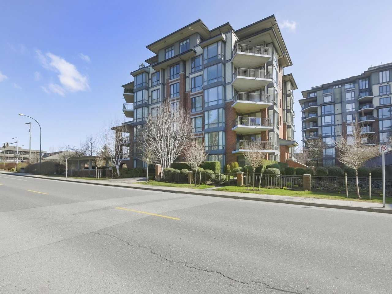 """Main Photo: 401 1580 MARTIN Street: White Rock Condo for sale in """"Sussex House"""" (South Surrey White Rock)  : MLS®# R2351318"""
