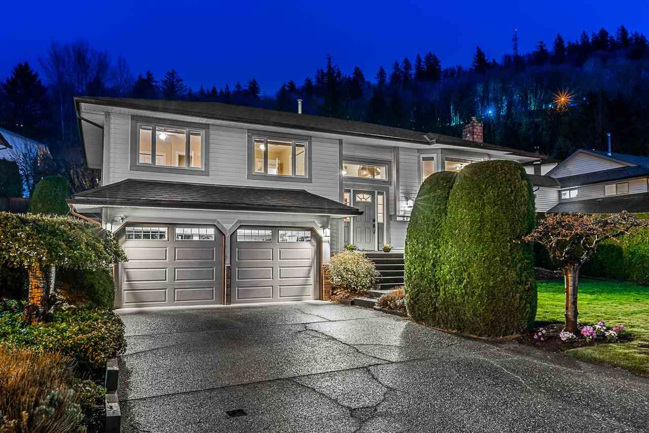 Main Photo: 2914 GLENSHIEL Drive in Abbotsford: Abbotsford East House for sale : MLS®# R2562958