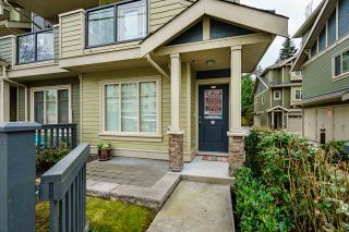 """Photo 2: 106 3382 VIEWMOUNT Drive in Port Moody: Port Moody Centre Townhouse for sale in """"LILLIUM VILAS"""" : MLS®# R2584679"""