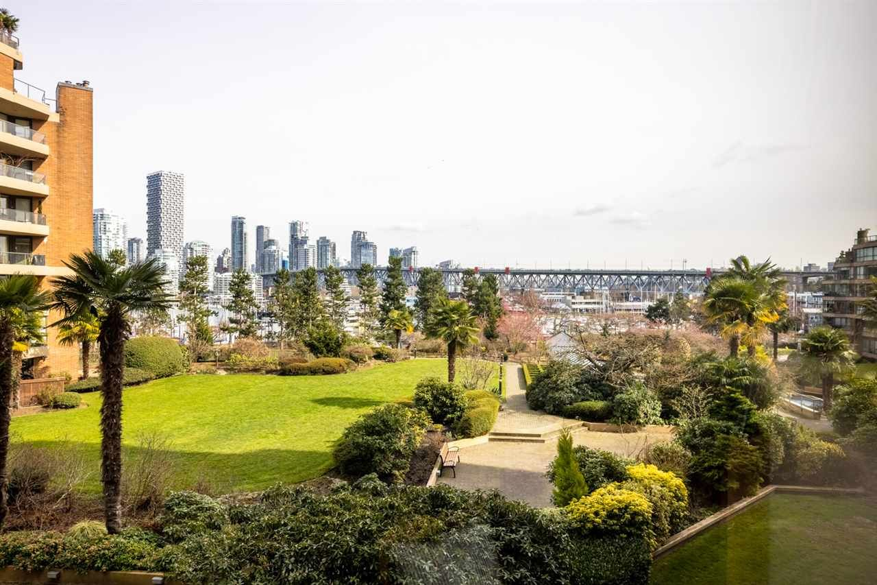 """Photo 7: Photos: 307 1470 PENNYFARTHING Drive in Vancouver: False Creek Condo for sale in """"Harbour Cove"""" (Vancouver West)  : MLS®# R2552898"""