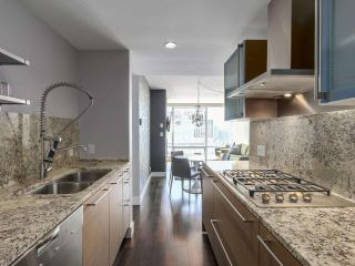 """Photo 15: 2506 1111 ALBERNI Street in Vancouver: West End VW Condo for sale in """"SHANGRI-LA"""" (Vancouver West)  : MLS®# R2525593"""