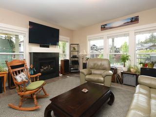 Photo 2: 15 Haagensen Crt in View Royal: VR Six Mile House for sale : MLS®# 839376