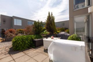 "Photo 12: 326 1979 YEW Street in Vancouver: Kitsilano Condo for sale in ""CAPERS"" (Vancouver West)  : MLS®# R2566048"
