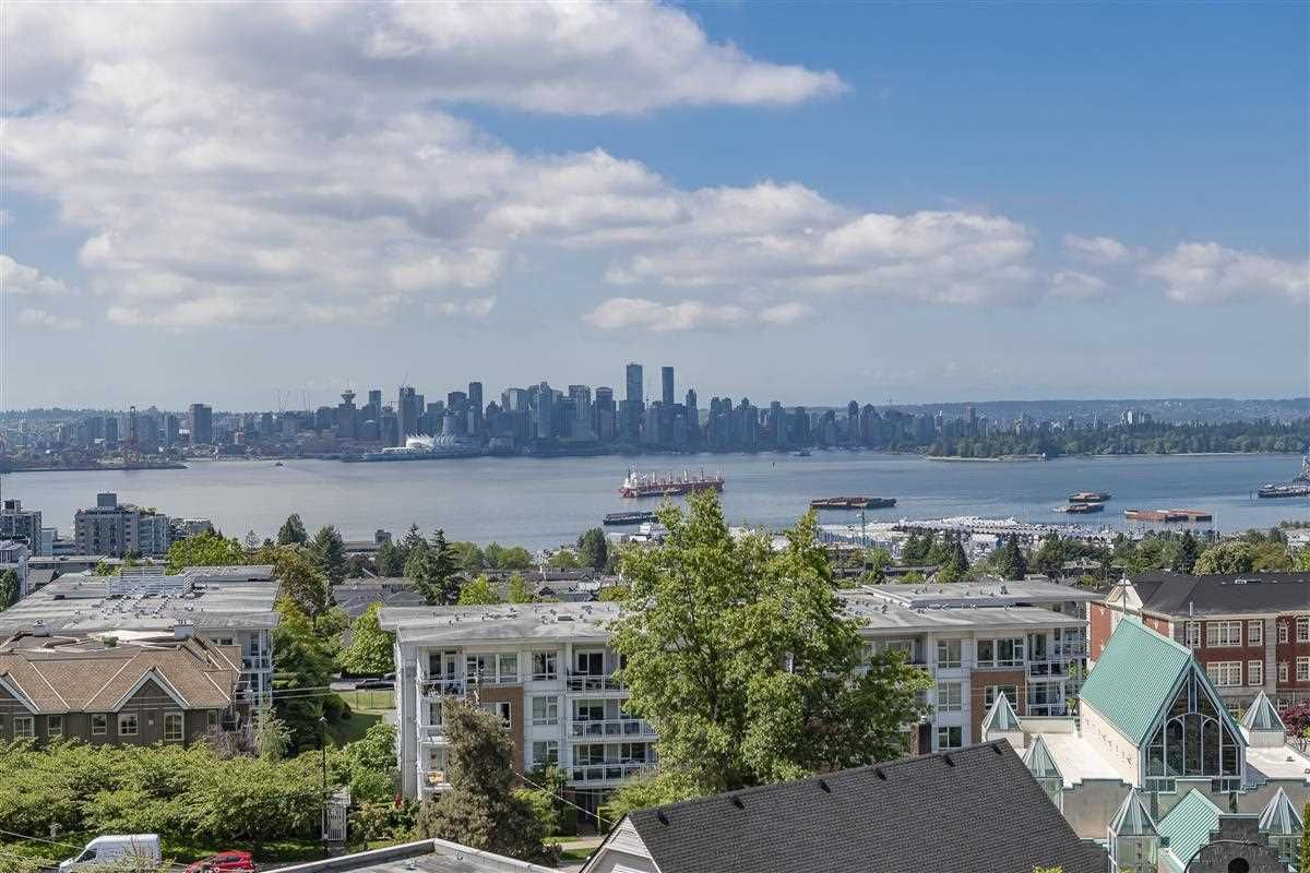 """Main Photo: 704 1320 CHESTERFIELD Avenue in North Vancouver: Central Lonsdale Condo for sale in """"Vista Place"""" : MLS®# R2583396"""