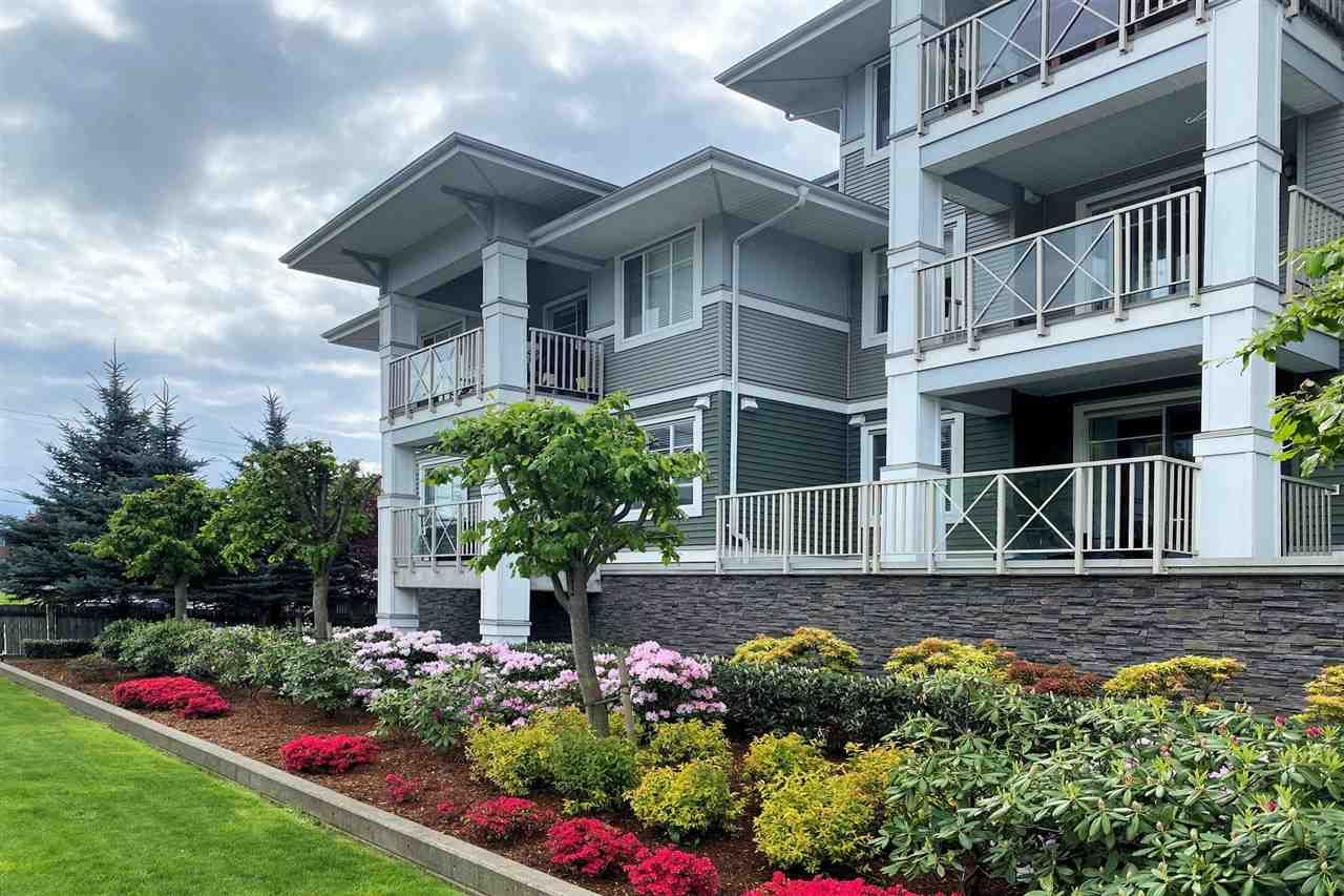 """Main Photo: 204 46262 FIRST Avenue in Chilliwack: Chilliwack E Young-Yale Condo for sale in """"The Summit"""" : MLS®# R2573798"""