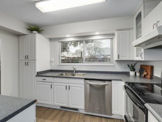 "Photo 8: 4837 55B Street in Delta: Hawthorne Townhouse for sale in ""CHESTNUT GARDENS"" (Ladner)  : MLS®# R2620252"