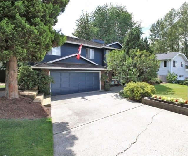 FEATURED LISTING: 476 GLENBROOK Drive New Westminster