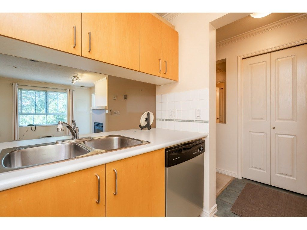 """Photo 4: Photos: 303 19750 64 Avenue in Langley: Willoughby Heights Condo for sale in """"Davenport"""" : MLS®# R2480874"""