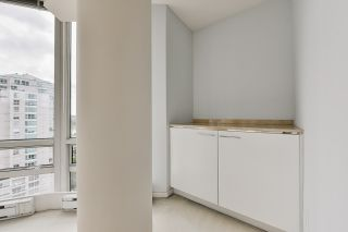 """Photo 11: 2002 1500 HORNBY Street in Vancouver: Yaletown Condo for sale in """"888 BEACH"""" (Vancouver West)  : MLS®# R2461920"""