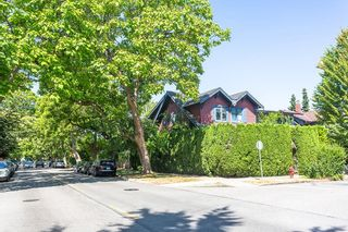 Photo 2: 2543 BALACLAVA Street in Vancouver: Kitsilano House for sale (Vancouver West)  : MLS®# R2604068