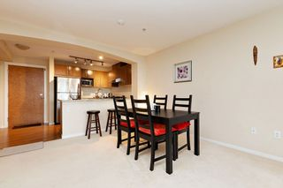 """Photo 5: 207 3082 DAYANEE SPRINGS BOULEVARD Boulevard in Coquitlam: Westwood Plateau Condo for sale in """"The Lanterns"""" : MLS®# R2443838"""