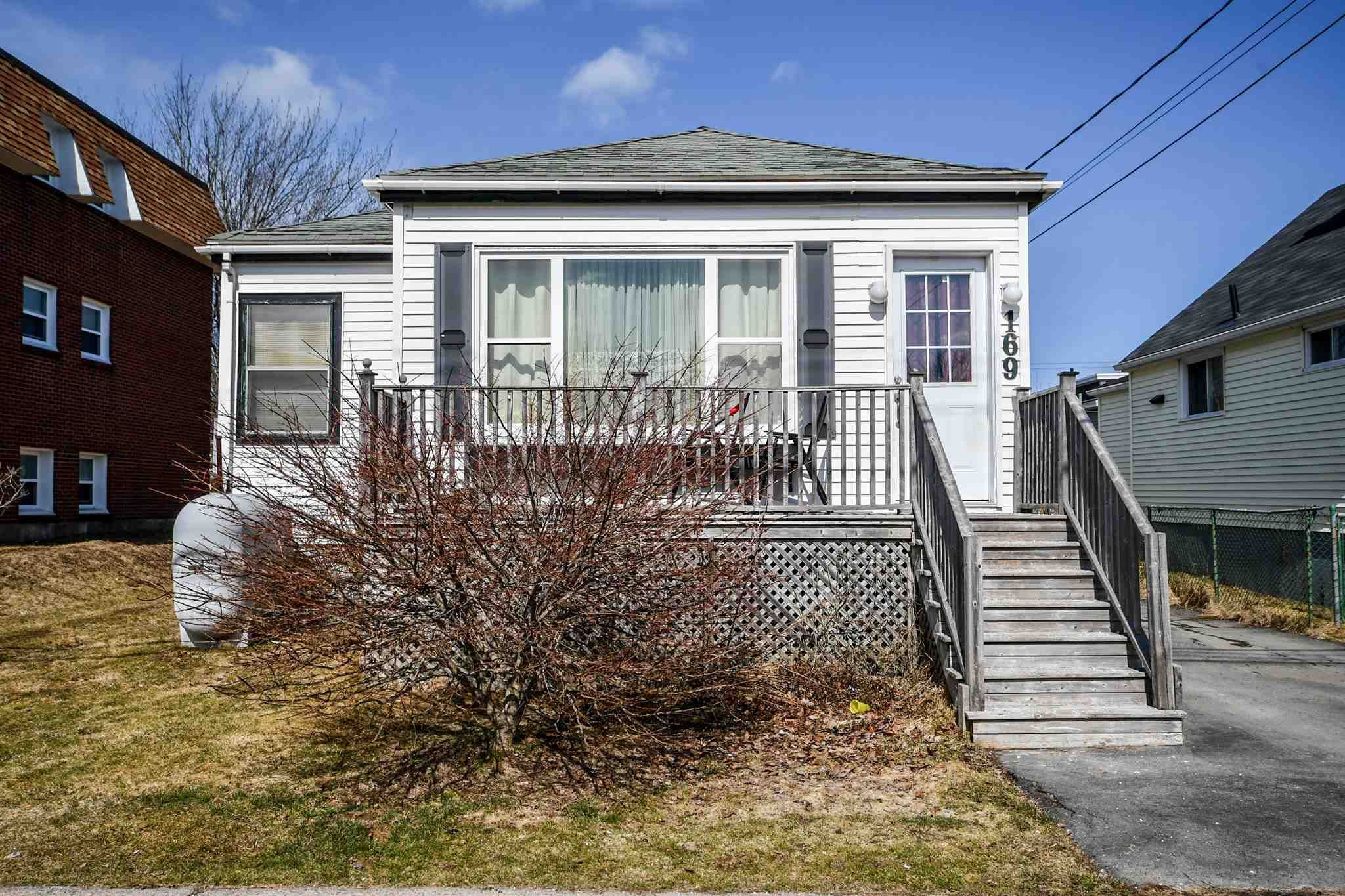 Main Photo: 169 Main Avenue in Fairview: 6-Fairview Residential for sale (Halifax-Dartmouth)  : MLS®# 202105999
