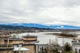 """Photo 1: 411 68 RICHMOND Street in New Westminster: Fraserview NW Condo for sale in """"GATEHOUSE"""" : MLS®# R2150435"""