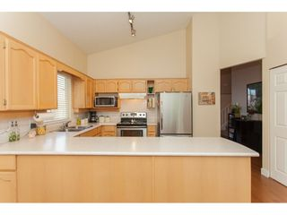 """Photo 7: 117 9012 WALNUT GROVE Drive in Langley: Walnut Grove Townhouse for sale in """"Queen Anne Green"""" : MLS®# R2184552"""