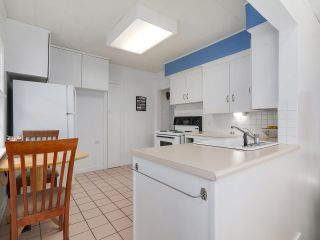 """Photo 10: 4433 W 16TH Avenue in Vancouver: Point Grey House for sale in """"West Point Grey"""" (Vancouver West)  : MLS®# R2137139"""