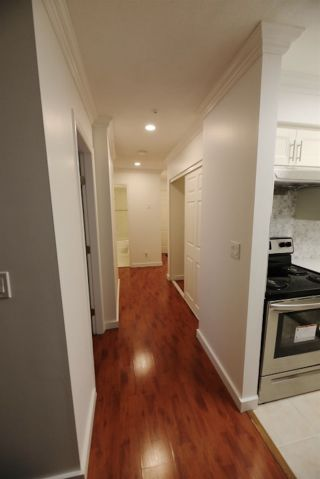 """Photo 2: 206 2133 DUNDAS Street in Vancouver: Hastings Condo for sale in """"Harbourgate"""" (Vancouver East)  : MLS®# R2395295"""