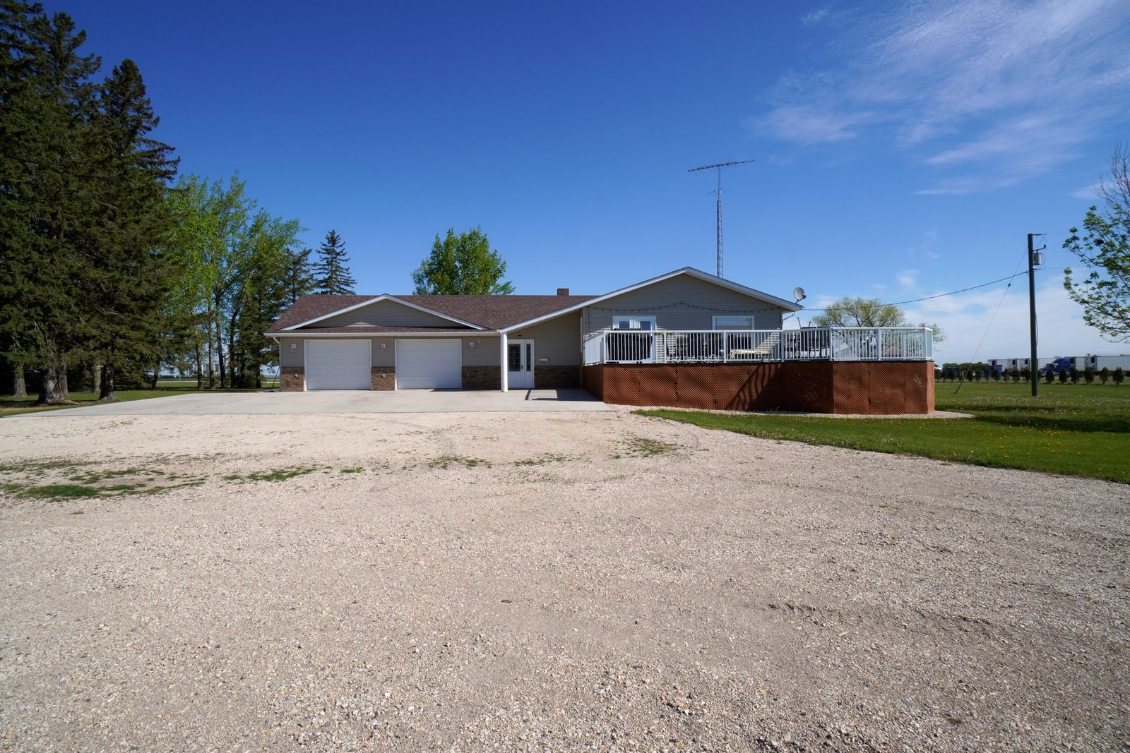 Main Photo: 66063 Road 33 W in Portage la Prairie RM: House for sale : MLS®# 202113607