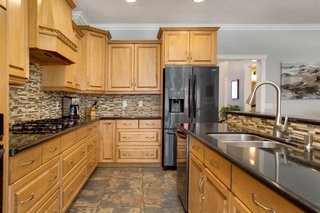 Main Photo: 215 23 Avenue NE in Calgary: Tuxedo Park Semi Detached for sale : MLS®# A1096658